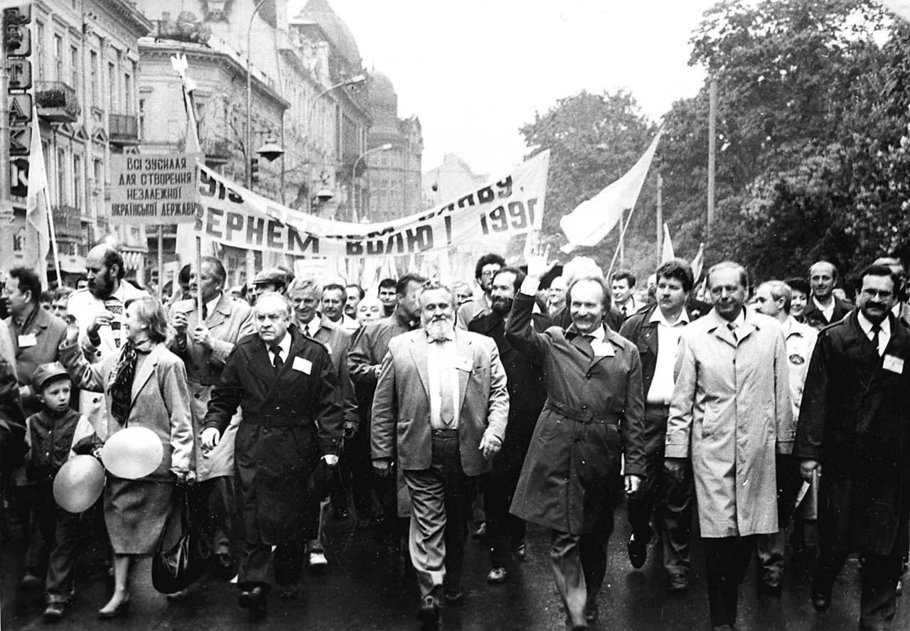 В'ячеслав Чорновіл був одним з ідеологів проголошення української незалежності, саме він збирав із цією вимогою багатотисячні мітинги