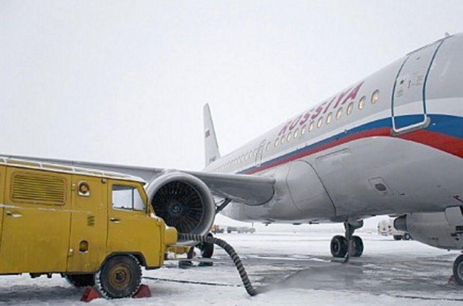 Вот таким образом с помощью УАЗа заводили самолеты с забавной надписью ROSSIYA