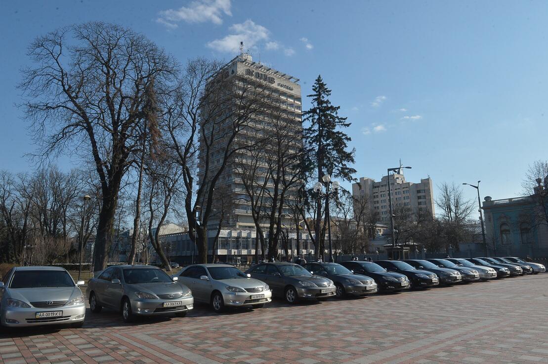 Рада передала 25 авто лікарням Києва