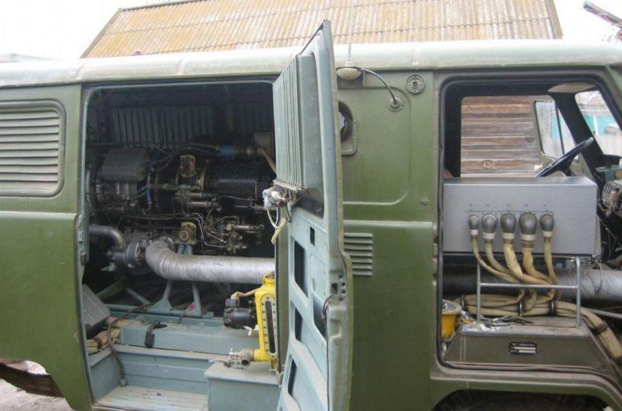 В кузове Буханки авиационный мотор занимал много места
