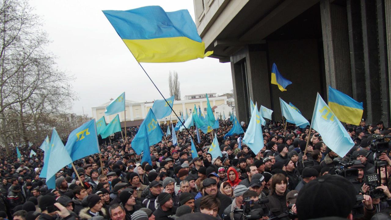 Мітинг під стінами парламенту Криму 26 лютого 2014 року