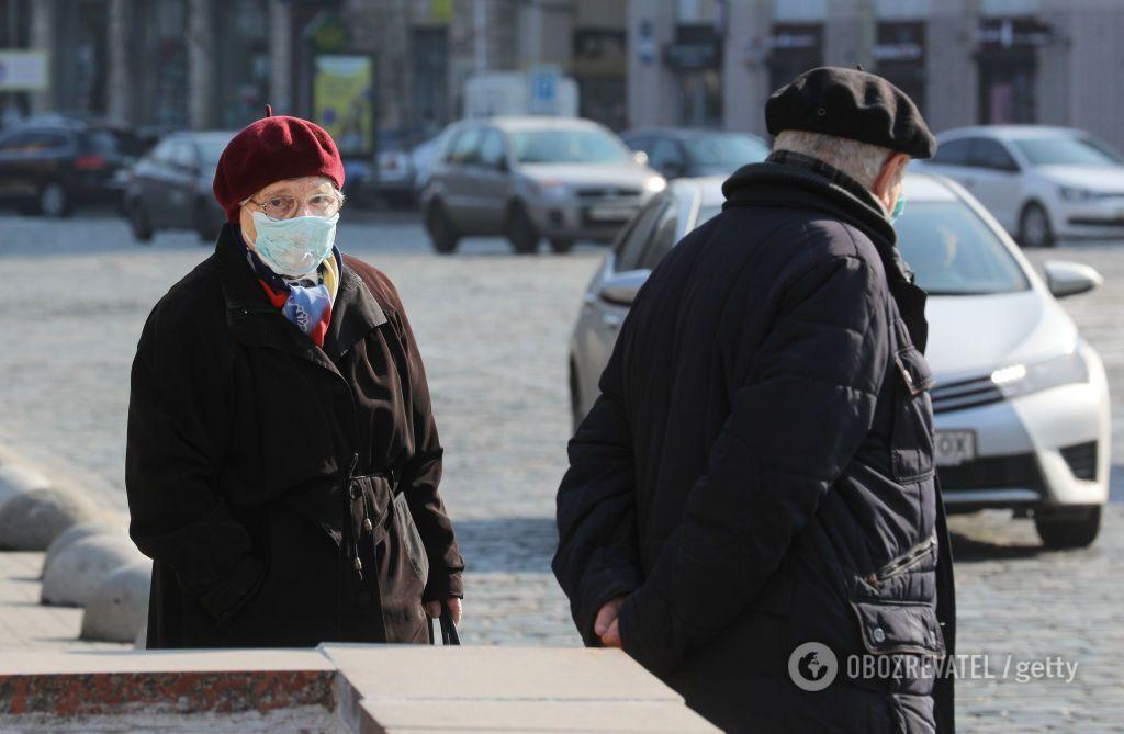 В Україні продовжили карантин до 24 квітня і ввели надзвичайну ситуацію по всій країні