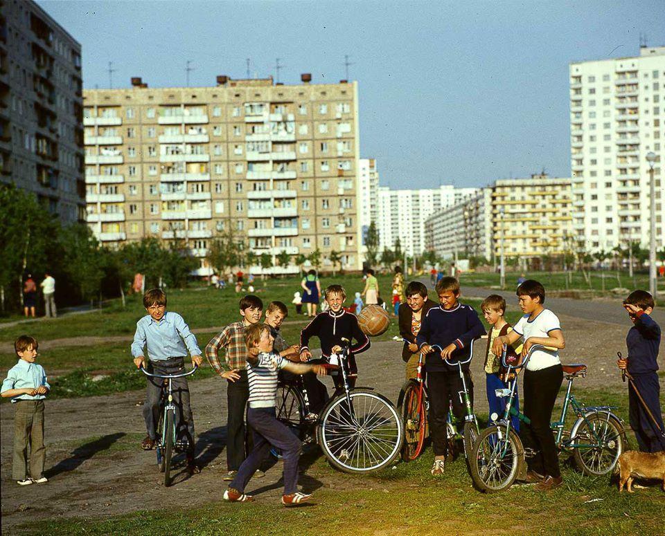 Фото дітей з велосипедами у Києві 40 років тому розчулило мережу