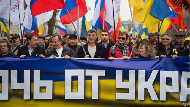 """Борис Нємцов на мітингу """"Руки геть від України!"""" в Москві"""