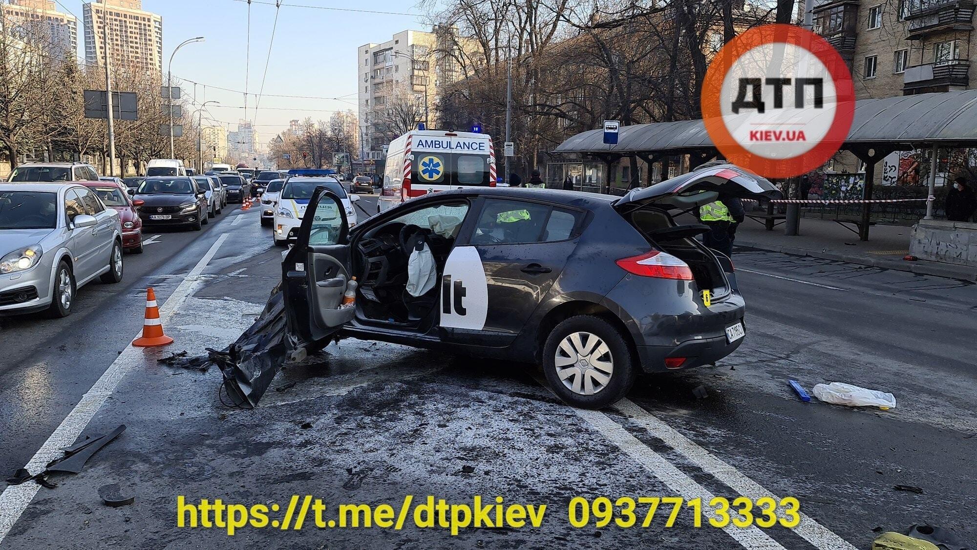 В Киеве такси Bolt разбилось вдребезги