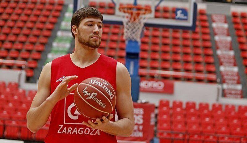 До Японії В'ячеслав Кравцов грав в Іспанії