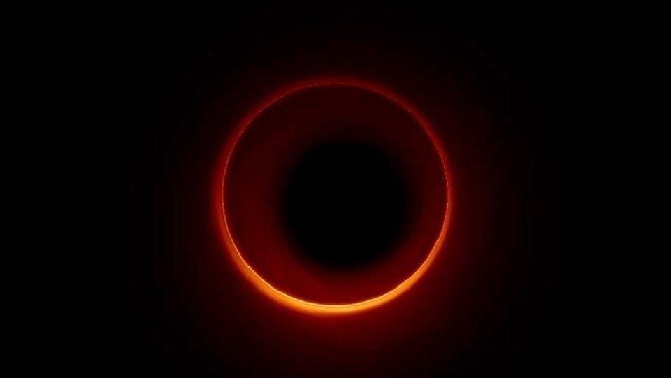 """Новый """"реальный"""" снимок черной дыры"""