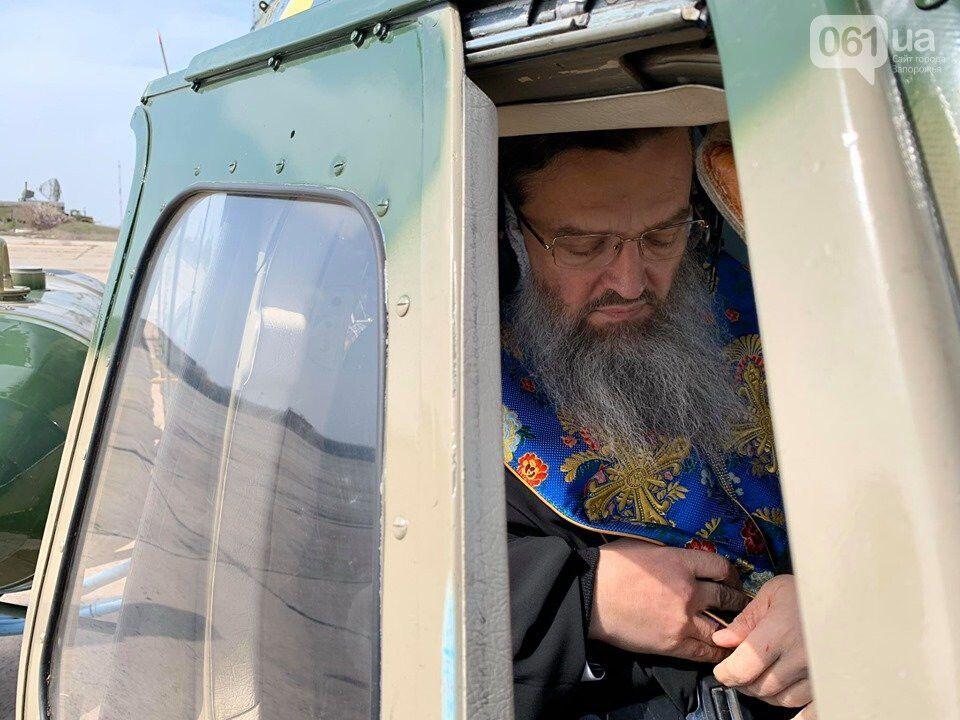 """Священники УПЦ МП провели """"воздушный крестный ход"""" против коронавируса"""