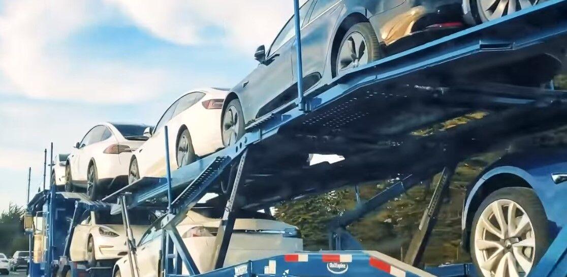 В процессе доставки электромобили Tesla никак не защищены