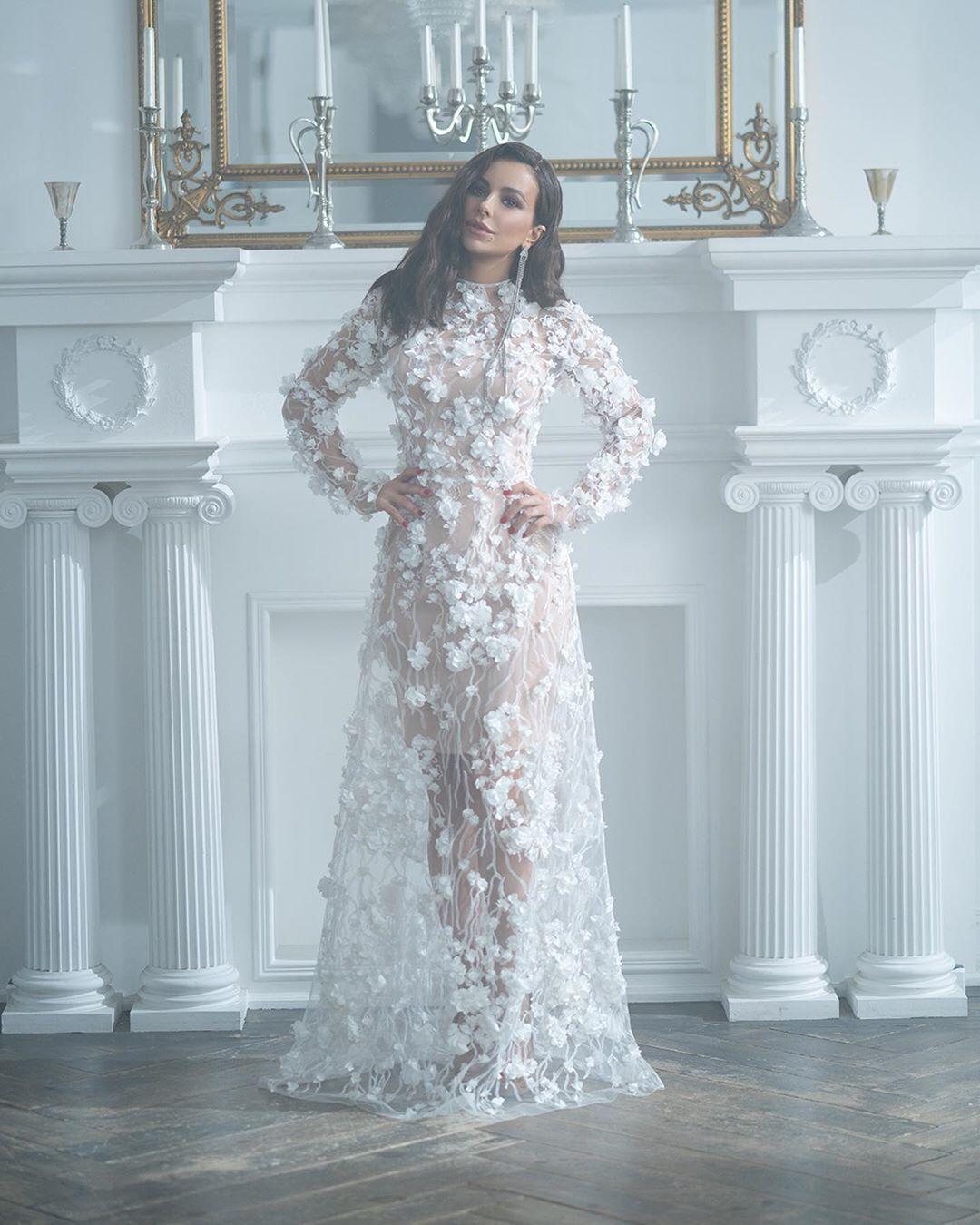 Ані Лорак одягла весільну сукню, здивувавши фанатів. Свіжі фото
