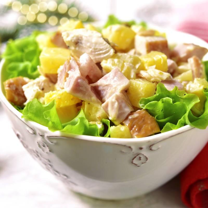 "Салат ""Хвилинка"" з ананасами та шинкою"
