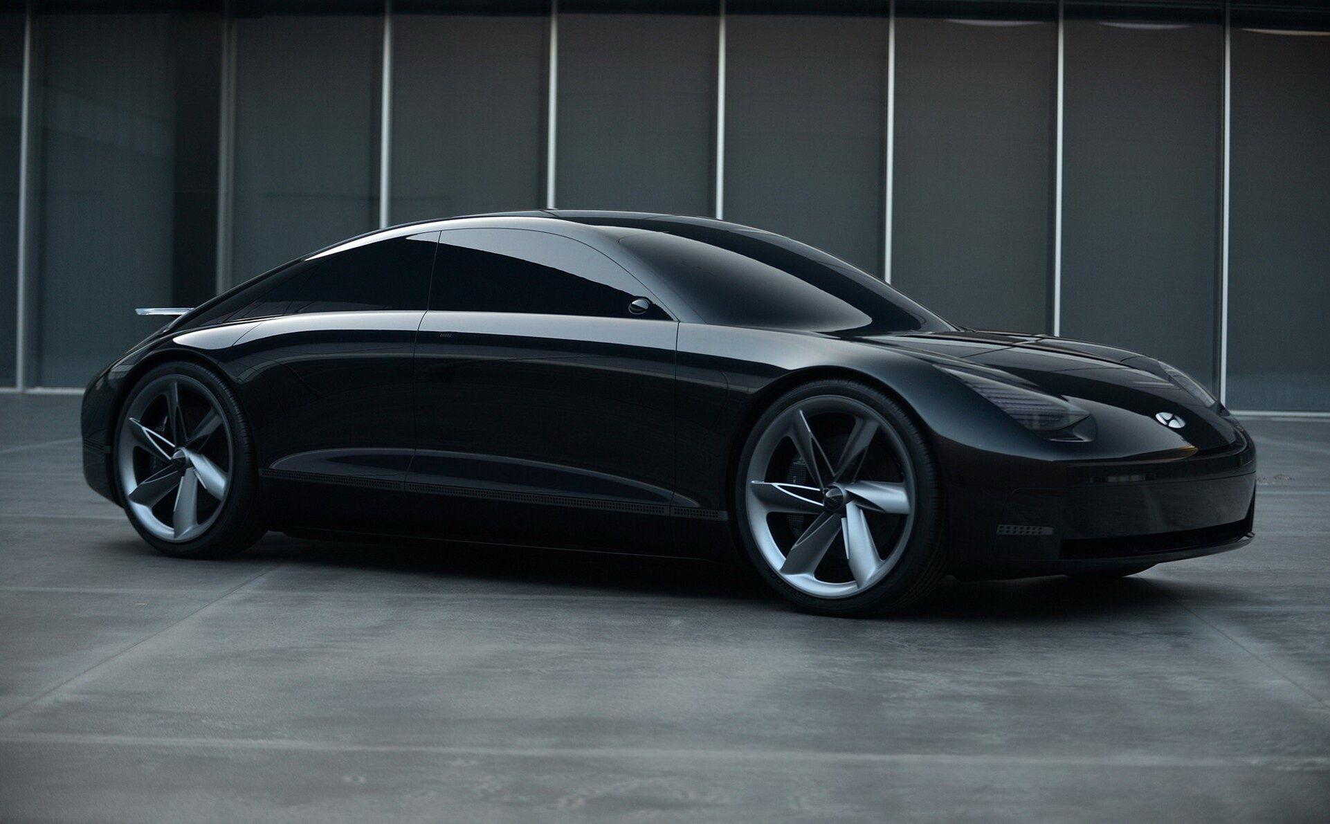 Черный цвет кузова подчеркивает строгость и спокойствие дизайна Prophecy