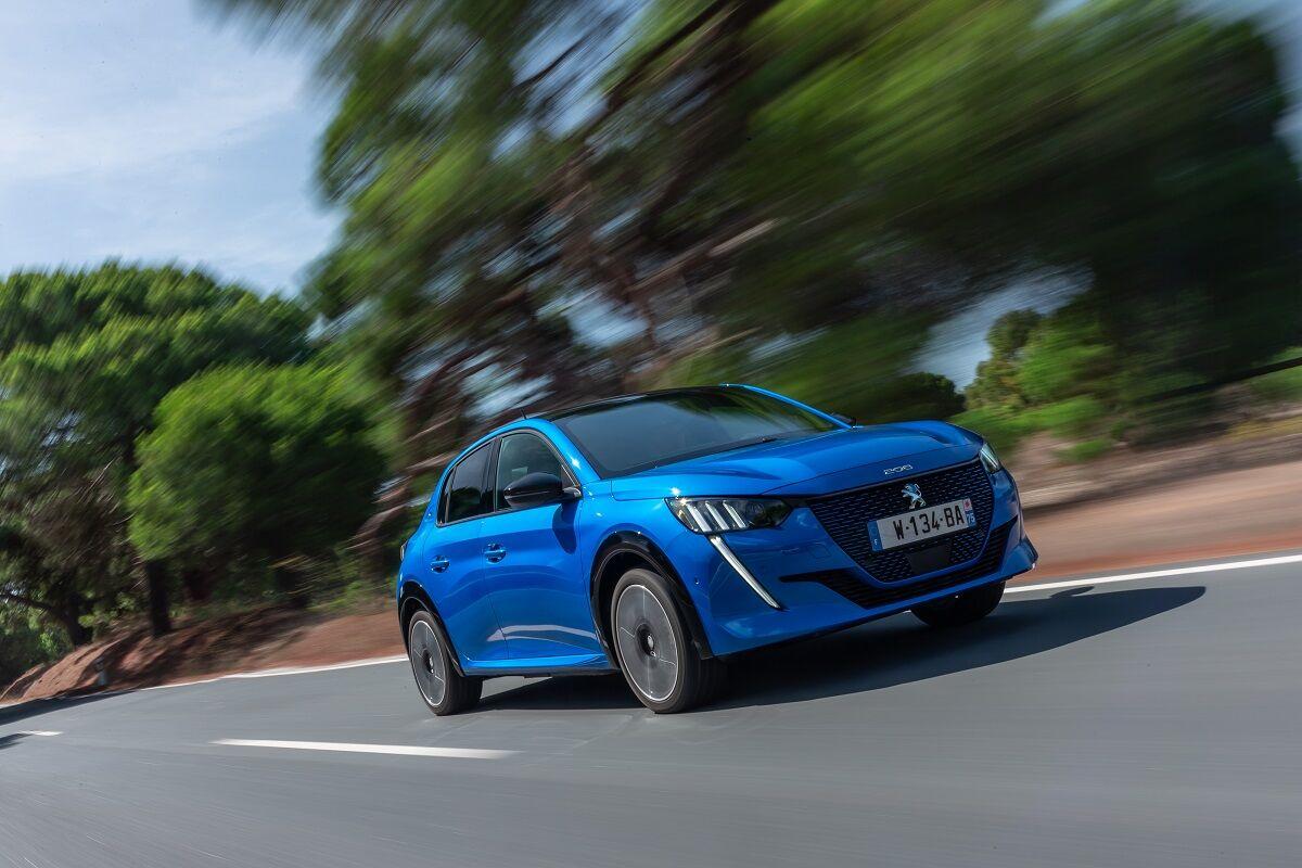 Peugeot 208 предлагается как с традиционными ДВС, так и в полностью электрической версии