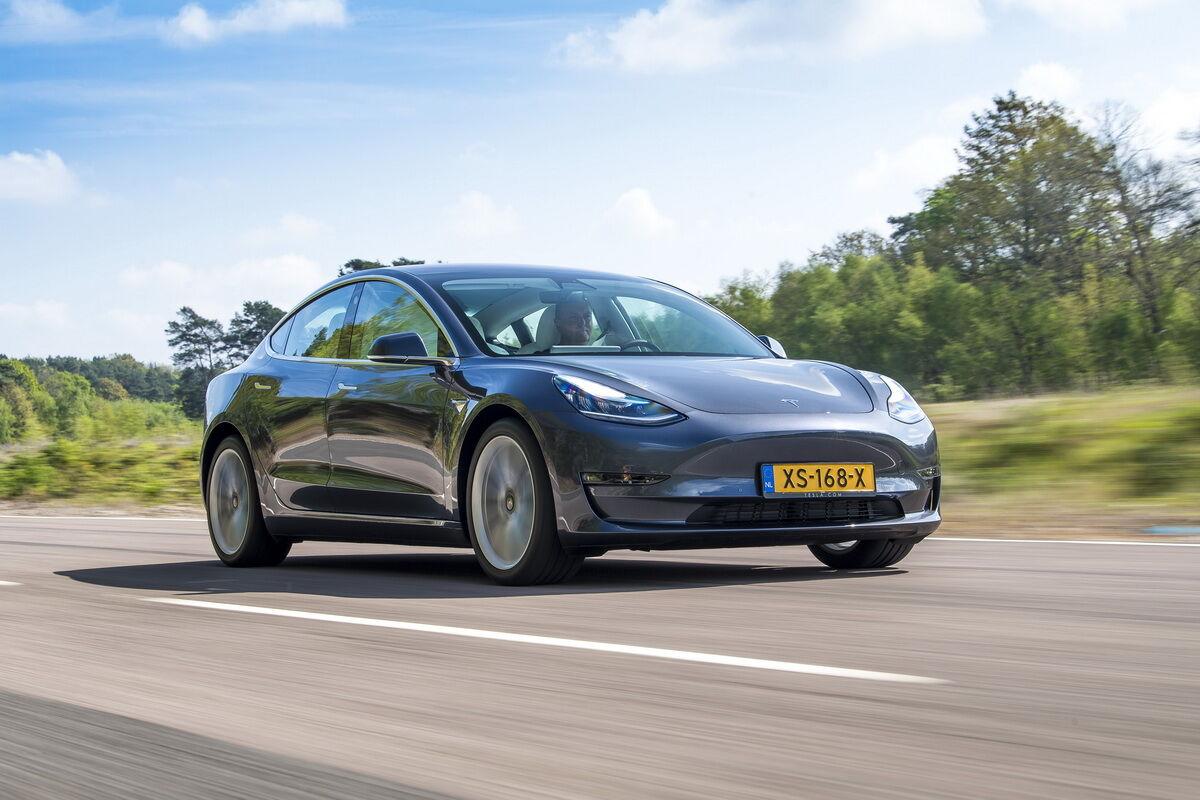 Tesla Model 3 занял в рейтинге жюри конкурса 2-е место