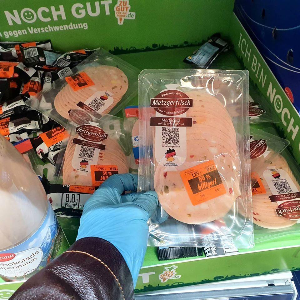 Багато продуктів харчування продають зі знижкою