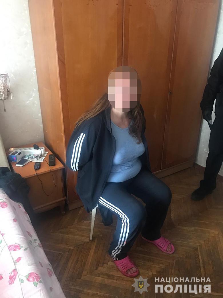 Ударила по голове и зарезала: в Киеве мать жестоко убила дочь. Фото