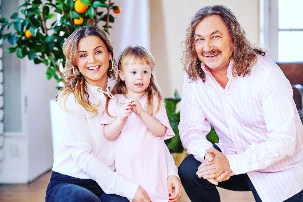 Юлія Проскурякова та Ігор Ніколаєв з донькою Веронікою