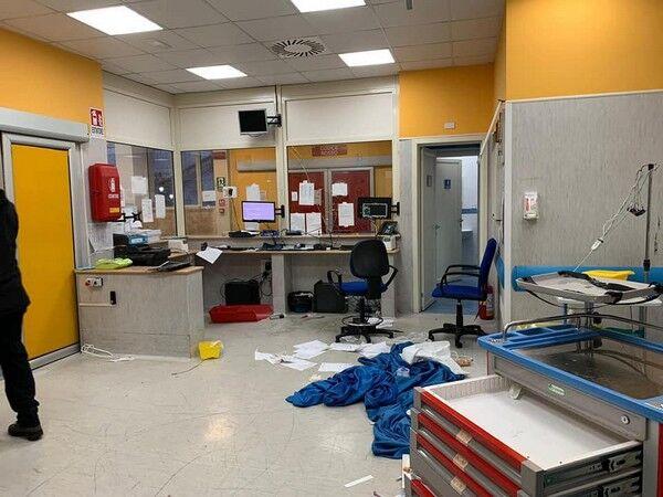 Родичі вбитого поліцейським 15-річного підлітка розгромили лікарню