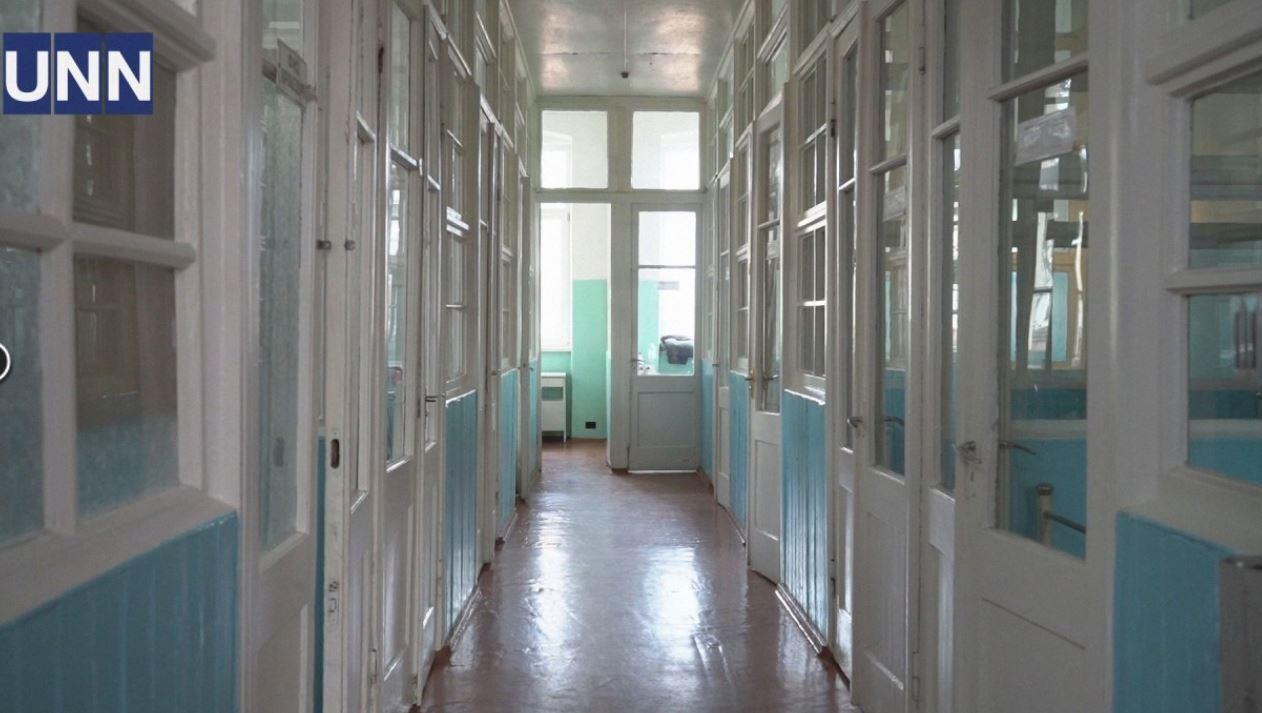Украинцев разозлили условия содержания больного коронавирусом