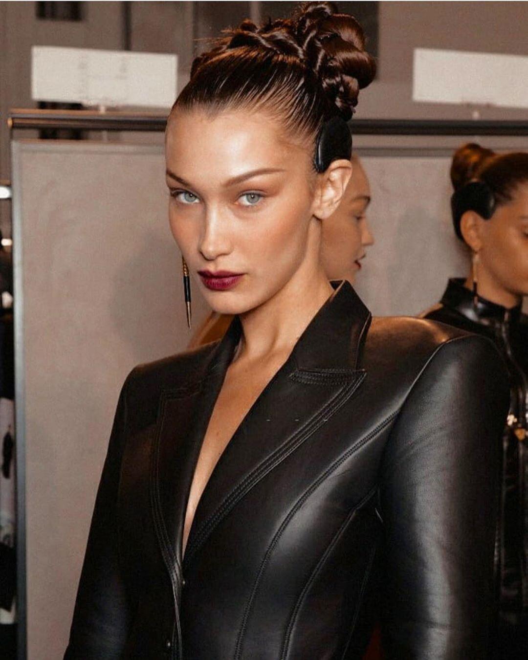 Найкрасивіша жінка в світі оголила груди і вразила мережу