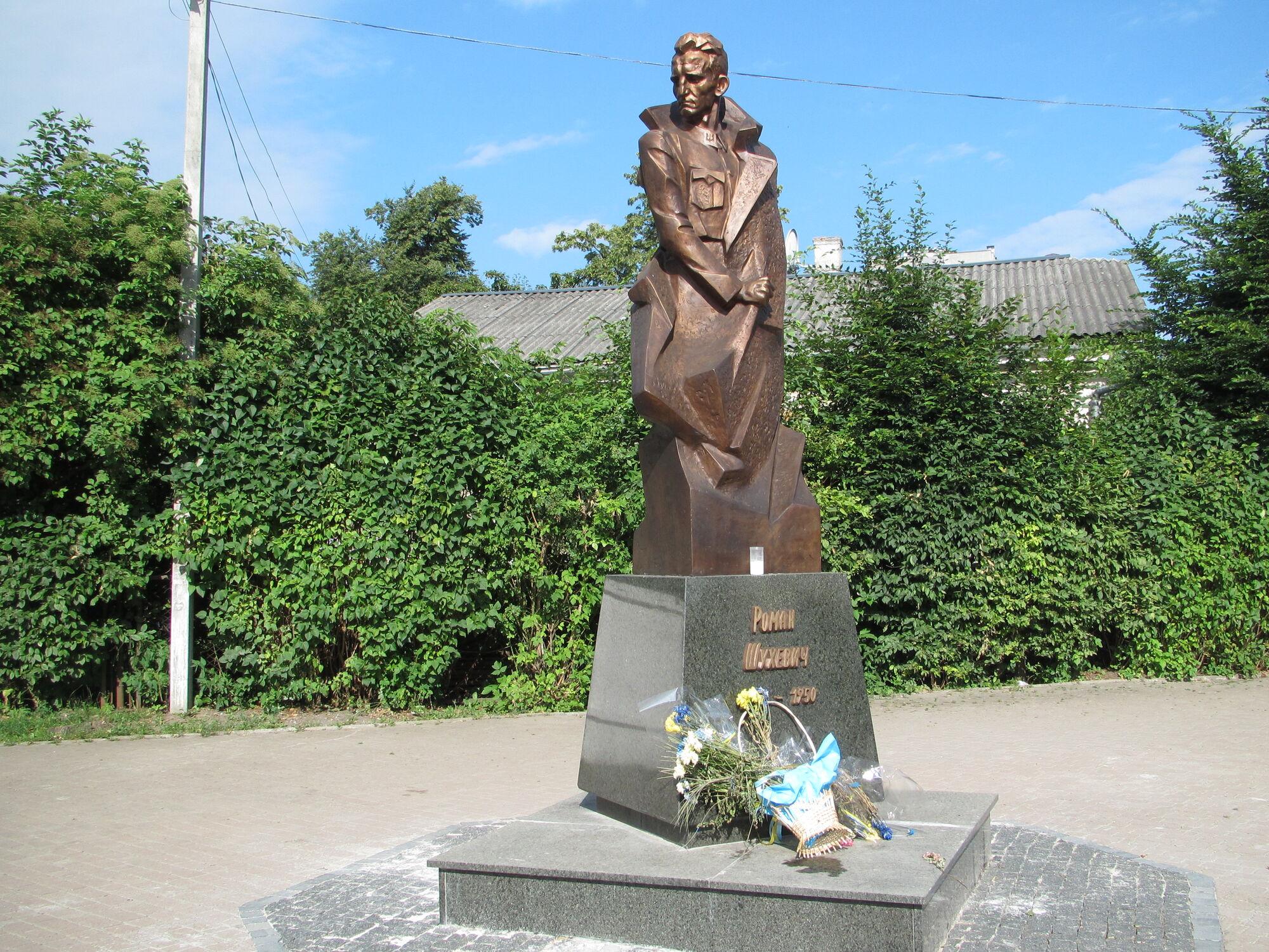 Пам'ятник Шухевичу в Івано-Франківську