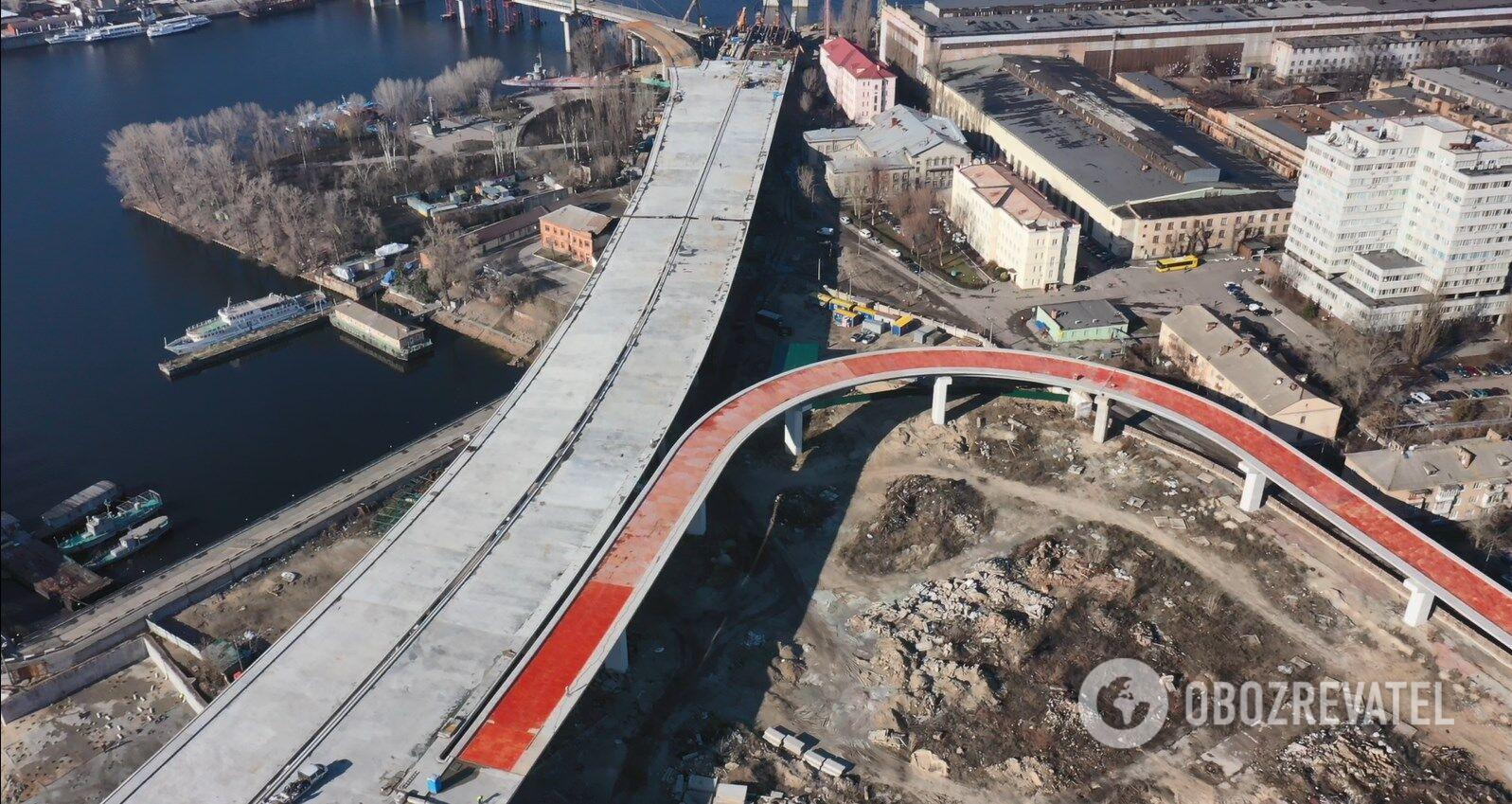 Спуск с моста для тех, кто едет с левого берега