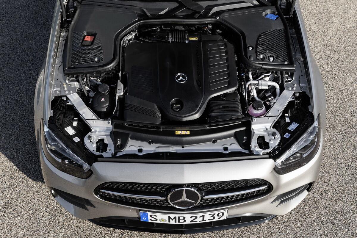 Для обновленного E-Class предлагается широкая линейка бензиновых и дизельных моторов, в том числе в версии mild hybrid