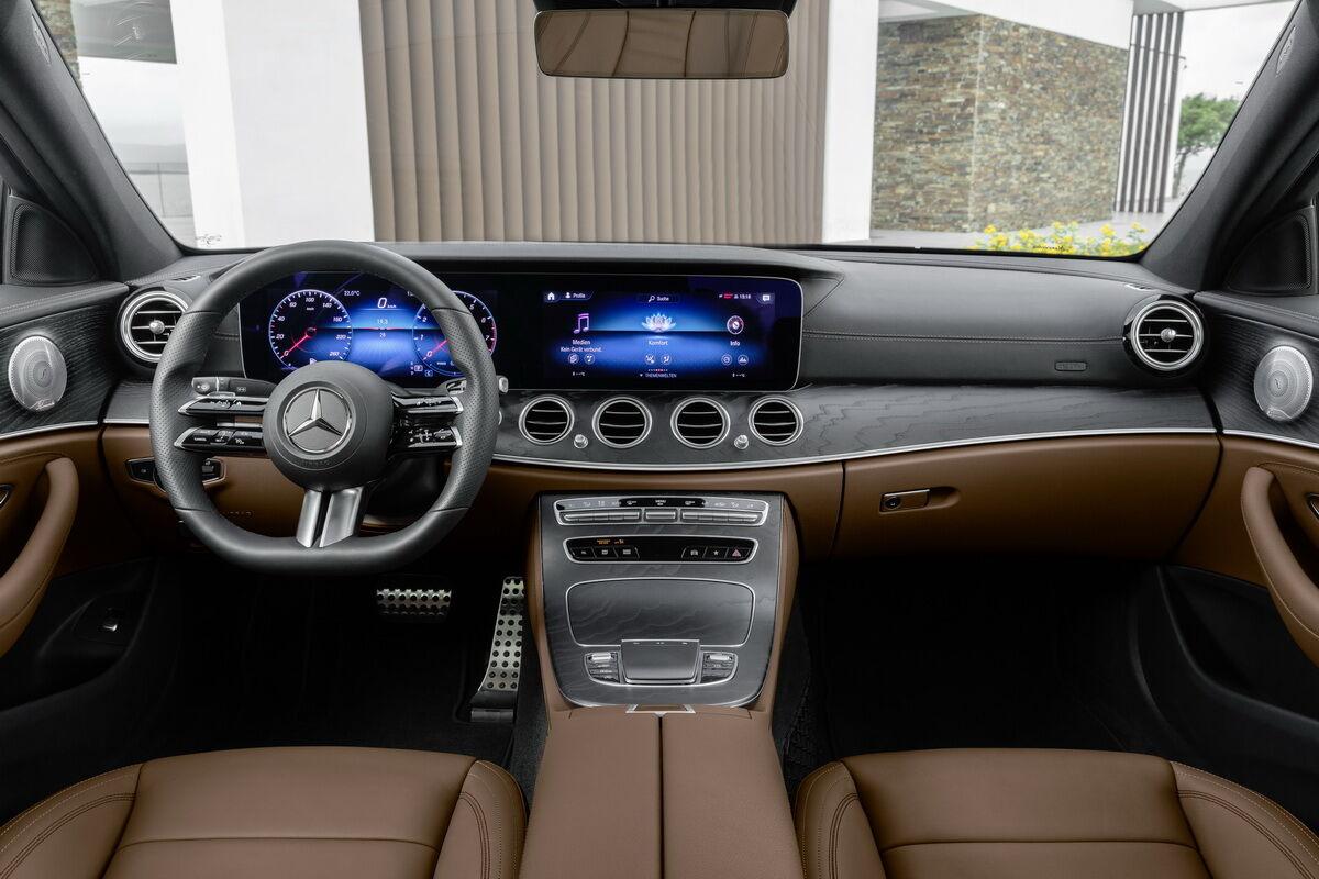 Mercedes-Benz E-Class теперь будет исключительно с цифровой панелью приборов с двумя экранами
