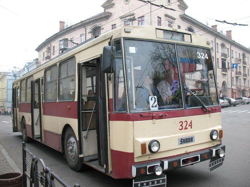 Тролейбуси в Чернівцях стали мити