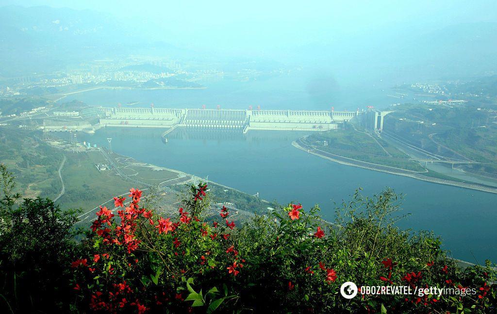 """Китайська гідроелектростанція """"Три ущелини"""""""