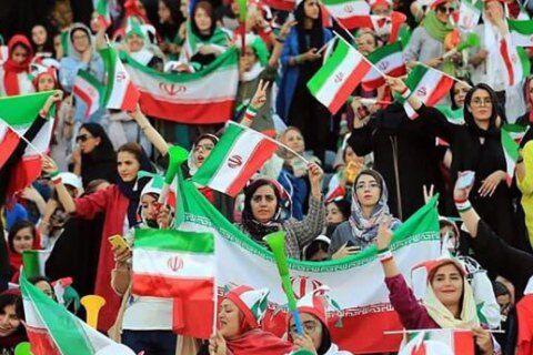 Іранські жінки на футбольному матчі