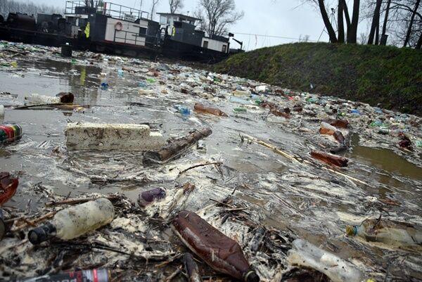 Тонны мусора из Украины приплыли в Венгрию