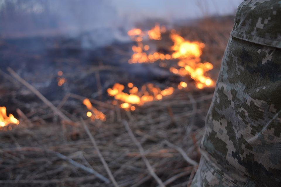 Наемники Путина напали на ВСУ и устроили масштабный пожар на Донбассе