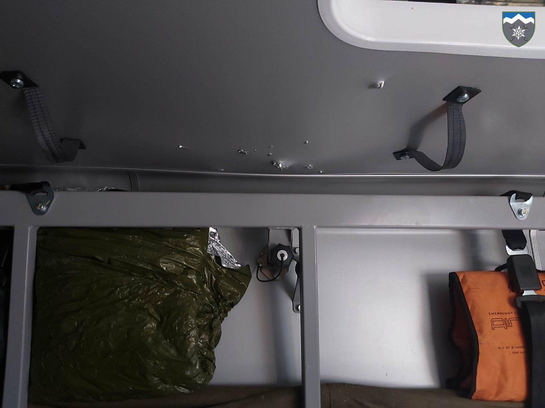 Террористы сбросили две гранаты на украинский санитарный автомобиль