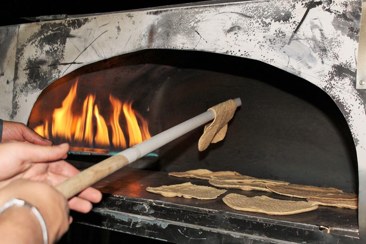 "На Песах пекут специальный хлеб, который называется ""маца"""