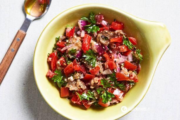 Салат з тунцем та овочами