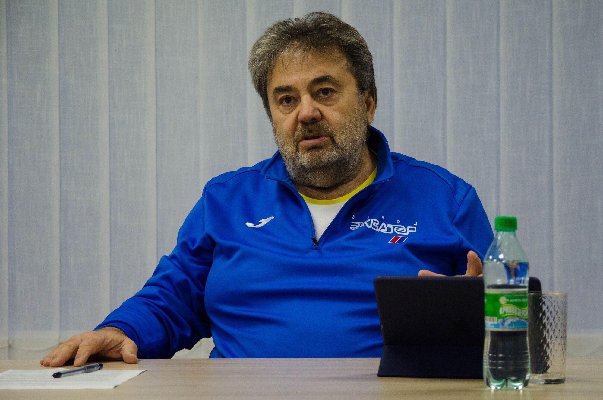 Футболисты украинского клуба из-за карантина ушли на завод слесарями