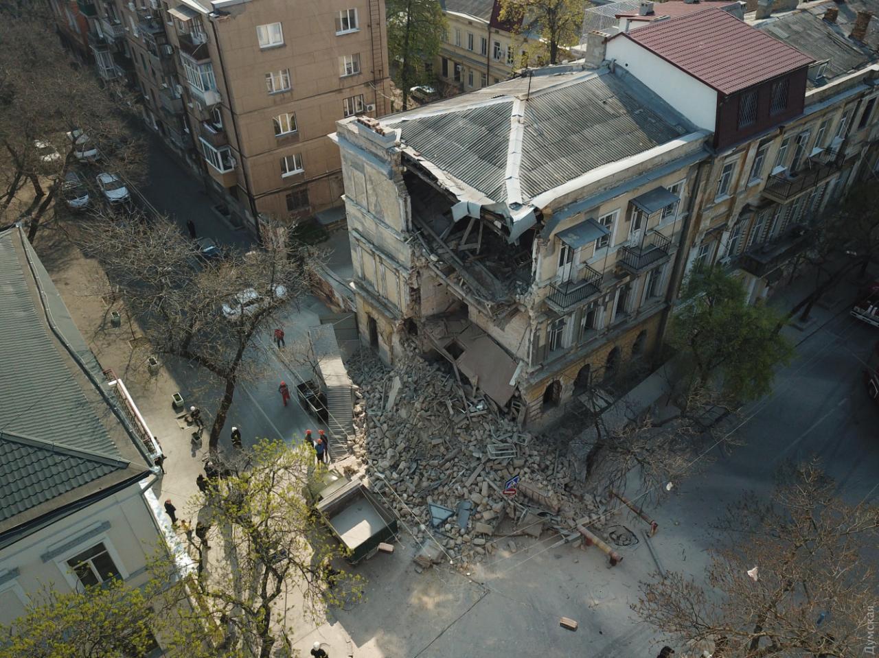 У центрі Одеси на вулиці Канатній обвалилася частина будинку