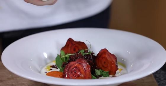 Салат з буряка: мішленівський рецепт від відомого шеф-кухаря