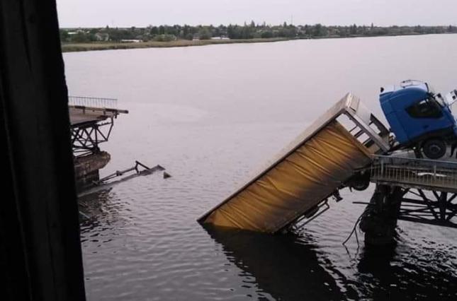 Обвалення мосту на Дніпропетровщині: блогер вказав на винуватців