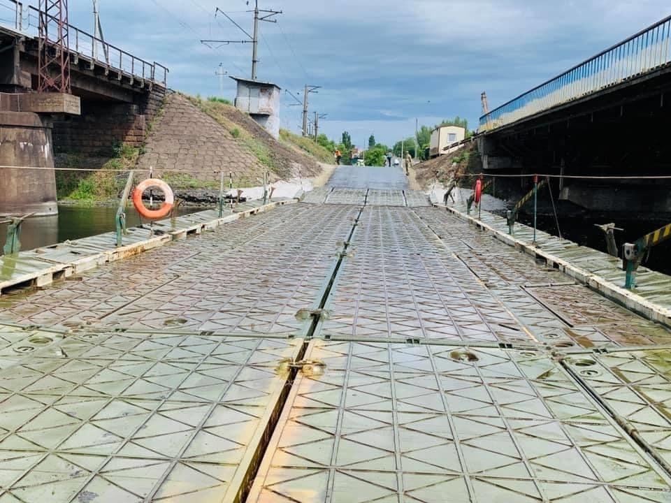 На понтоне завершены работы по монтажу светофоров и дорожных знаков