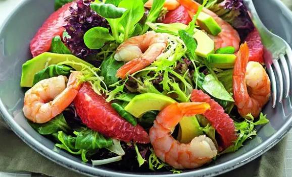 Готуємо смачно: фруктовий салат з креветками