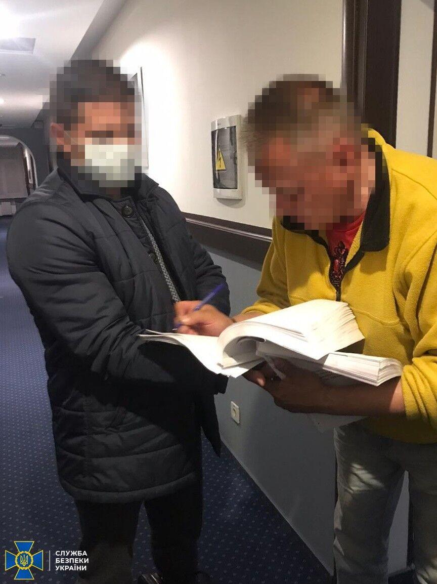 Колишнього чиновника ФГВФО викрили на розтраті