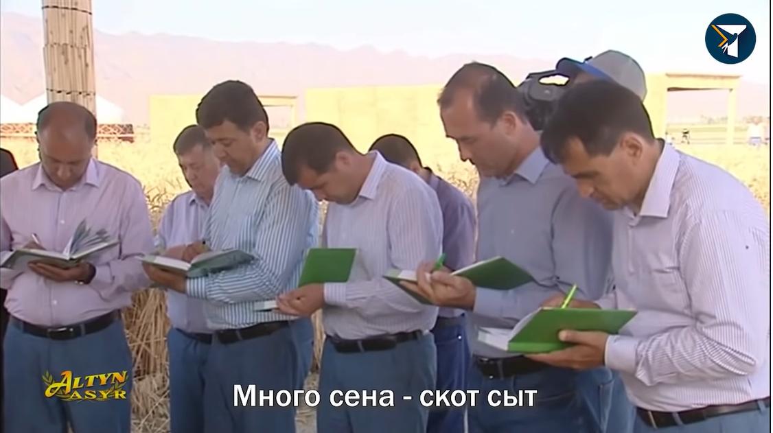 Аграрії записують прислів'я, які говорить Бердимухамедов