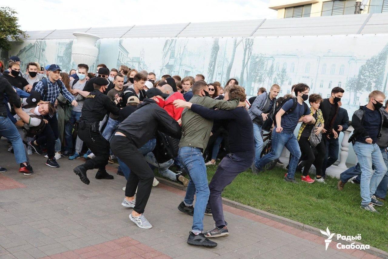 Милиция задержала протестующих в центре Минска