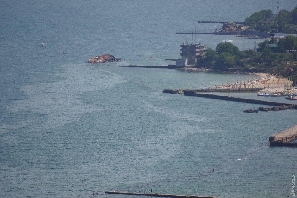 Біля затонулого танкера Delfi зафіксували нафтову пляму