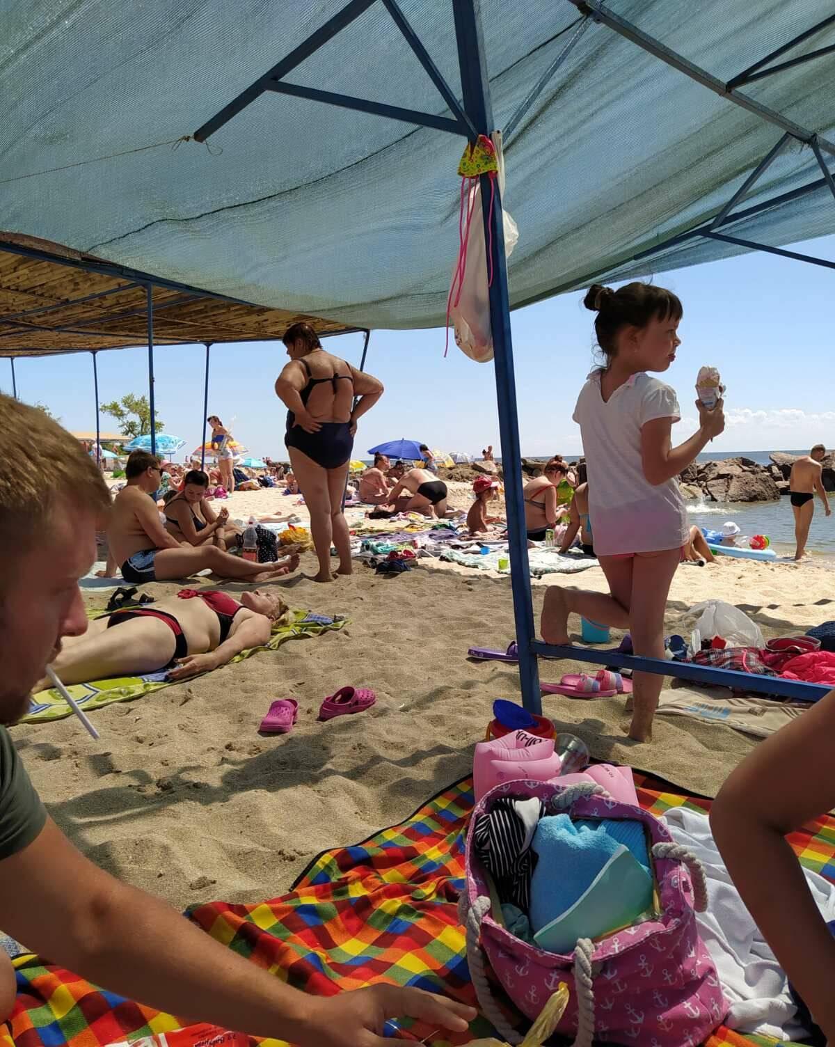 На пляже в Седово много отдыхающих