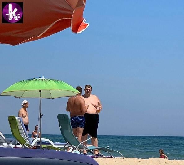 Юрия Корявченкова заметили на пляже в Грибовке