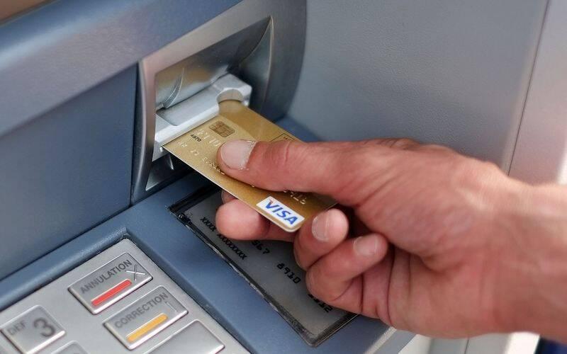 Щоб позбутися коштів, варто всього лише один раз скористатися банкоматом