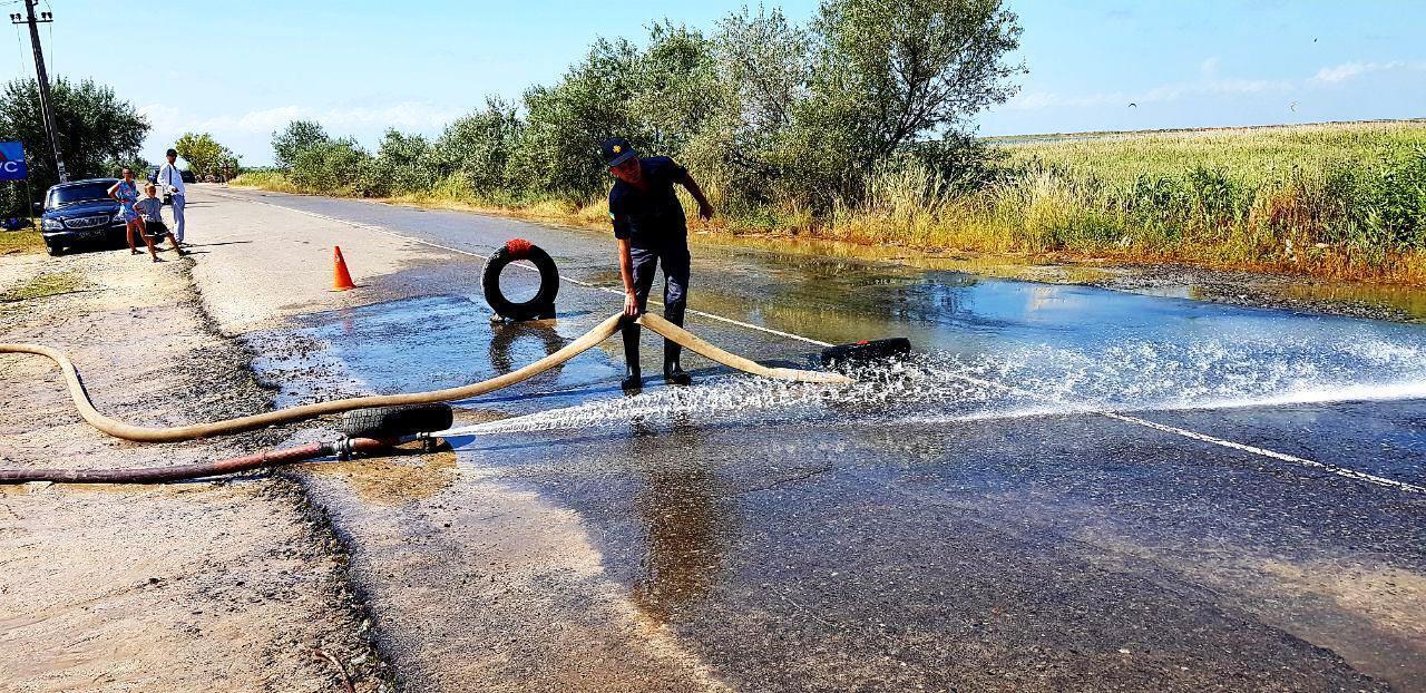В Кирилловке продолжили откачку воды с затопленных баз отдыха